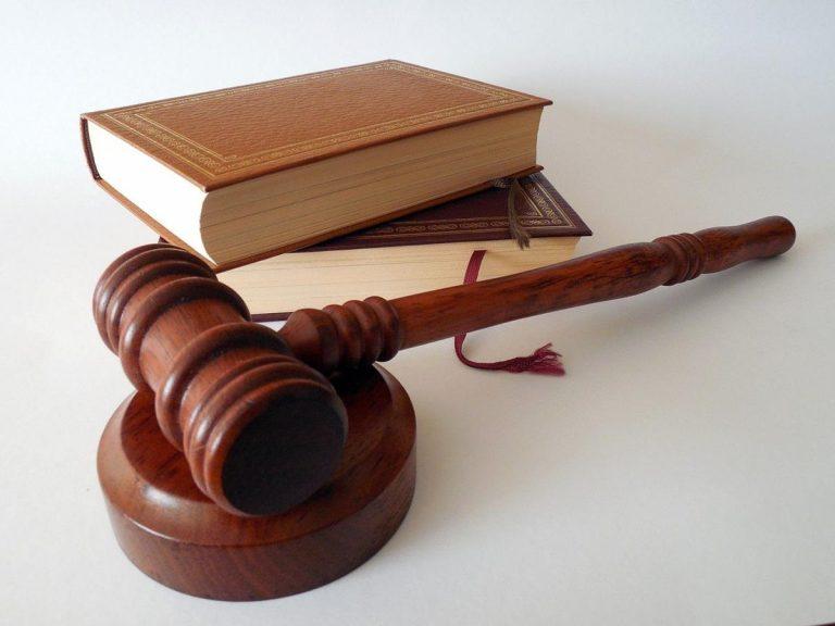 Obsługa prawna firmy – komu ją powierzyć