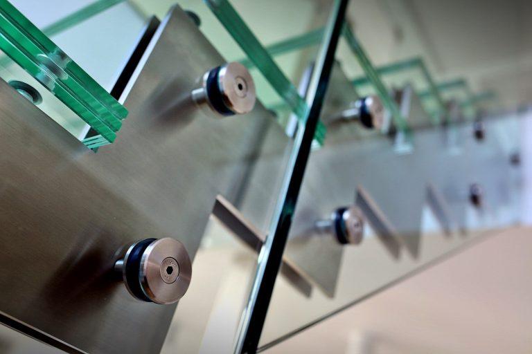 Czy schody i balustrady szklane są bezpieczne?